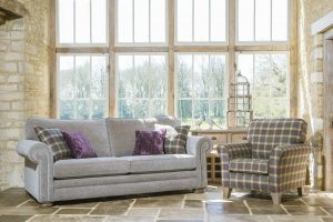 Cambridge Grand Sofa in 5476 scatters in 5009 Chair in 5009
